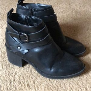 Zip up heeled booties faux leather